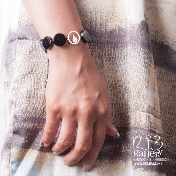 خرید دستبند نقره سنگ عقیق رگه دار مشکی