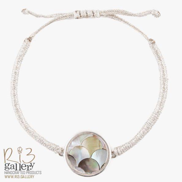دستبند صدف با طرح پولکی نقره ای