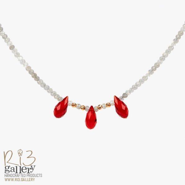 گردنبند طلا زنانه لابرادورایت و عقیق قرمز | دارای 0.150 گرم طلا و سنگهای متولدین ماه فروردین