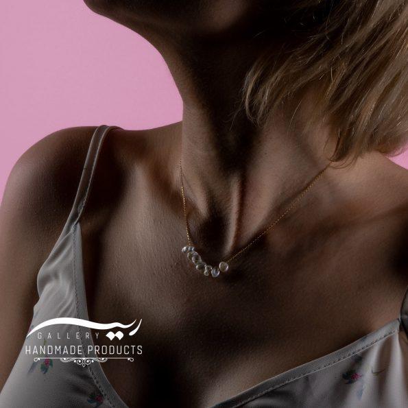 گردنبند طلا با طرح مروارید فشن و انواع گردنبندهای زنانه در ریسه گالری