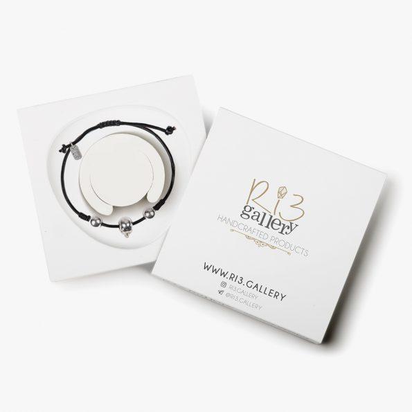 بسته بندی دستبند نقره مردانه جمجمه