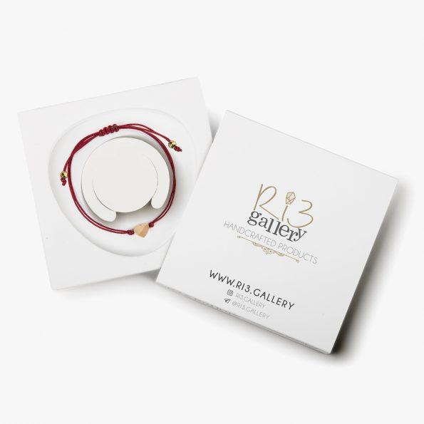 بسته بندی دستبند طلا زنانه قلب قرمز فروشگاه اینترنتی زیورآلات دست ساز ریسه گالری